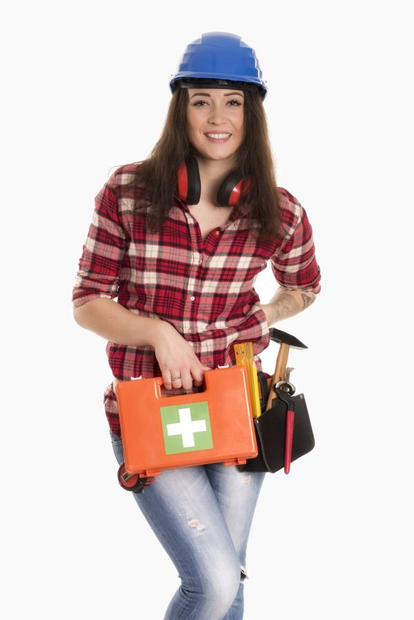 Handwerkerin mit Notfall Koffer